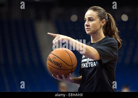Berlin, Germany. 7th Oct, 2014. Assistant coach Becky Hammon of the San Antonio Spurs at practice in O2-World in - Stock Photo