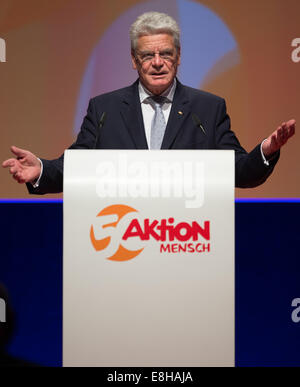Berlin, Germany. 7th Oct, 2014. German Federal President Joachim Gauck holds a speech on the event of the 50th anniversary - Stock Photo