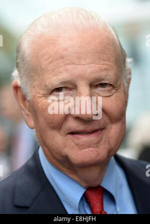 Leipzig, Germany. 8th Oct, 2014. Former US foreign minister James Baker participates in a ceremony of Verbundnetz - Stock Photo