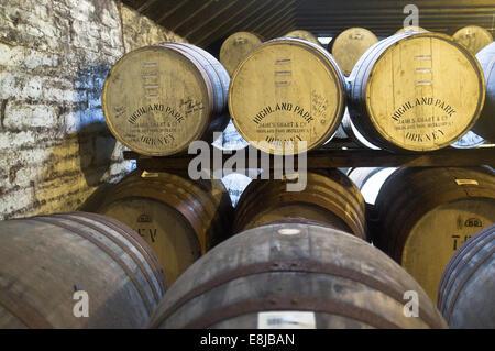 dh Highland Park Distillery KIRKWALL ORKNEY Single malt whisky wood barrels maturation bonded warehouse storage - Stock Photo