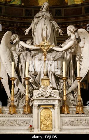 "Eglise de la Madeleine. Ma""tre-Autel. Sainte-Marie Madeleine's rapture by Charles Marochetti (1806 - 1868). - Stock Photo"