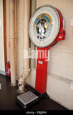 Classic WSG public coin operated weighing scales in red, Derby, Derbyshire, England, UK, Western Europe. - Stock Photo