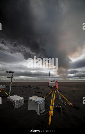 Volcanic ash clouds. Scientific equipment set up to monitor the Holuhraun Fissure Eruption, by Bardarbunga Volcano, - Stock Photo