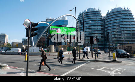 London, UK. 9th October, 2014.   In autumn sunshine pedestrians cross Old Street 'Silicon' roundabout at midday. - Stock Photo