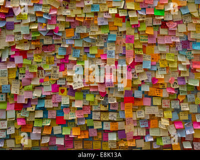 Hong Kong, China. 9th October, 2014. Messages of support for the pro-democracy protests are posted on the walls - Stock Photo