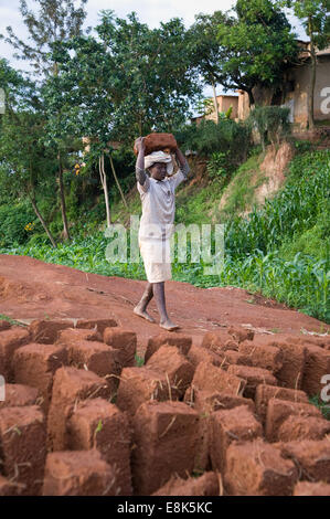RWANDA, KIGALI: People are making their own mud bricks for building houses. - Stock Photo