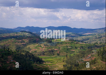 RWANDA, NYAMAGABE: The area here is very hilly, green and rural. - Stock Photo