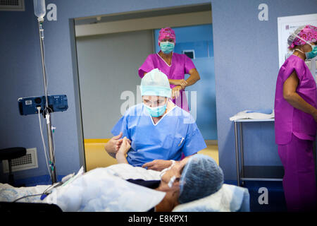 Reportage on practice of hypnosurgery Dr Perelmuter has been an anesthetist for 30 years and decided to train in - Stock Photo