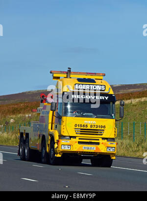 Egertons Recovery vehicle. M6 Motorway, southbound. Shap, Cumbria, England, United Kingdom, Europe. - Stock Photo