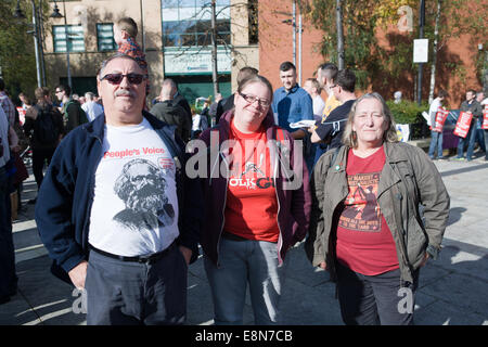 Belfast, Northern Ireland. 11th Oct, 2014. Lynda Walker (Right) at the rally against Welfare cuts which are due - Stock Photo