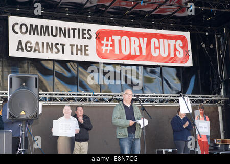 Belfast, Northern Ireland. 11th Oct, 2014. Councilor Tim Atwood addresses the crowd rally against Welfare cuts which - Stock Photo