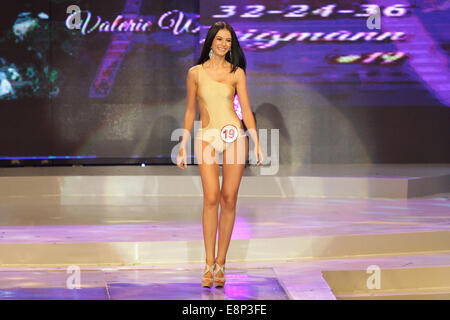 Pasay City, Phillipines. 13th October, 2014. Valerie Weigmann presents her swimsuit at the Miss World Philippines - Stock Photo