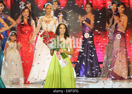 Pasay City, Phillipines. 13th October, 2014. Valerie Weigmann walks the aisle after winning the Miss World Philippines - Stock Photo