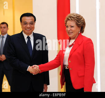 Moscow, Russia. 13th Oct, 2014. Chinese Premier Li Keqiang (L) meets with Valentina Matviyenko, chairwoman of the - Stock Photo