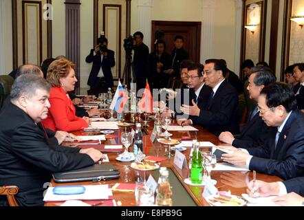 Moscow, Russia. 13th Oct, 2014. Chinese Premier Li Keqiang meets with Valentina Matviyenko, chairwoman of the Federation - Stock Photo