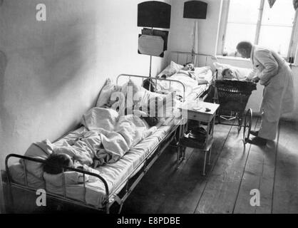 A view into a Sudeten German hospital in Czech Elbogen (Looket) in May 1938. The picture was used by the Nazis to - Stock Photo