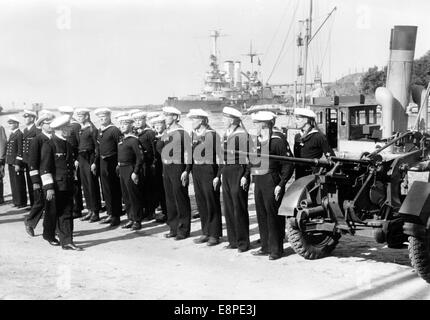 The Nazi propaganda picture shows German commander in chief of the German Navy, Fleet Admiral Erich Raeder inspecting - Stock Photo