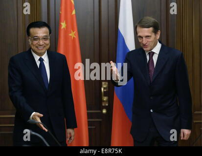 Moscow, Russia. 13th Oct, 2014. China's Premier Li Keqiang (L) and Russian State Duma Chairman Sergei Naryshkin - Stock Photo