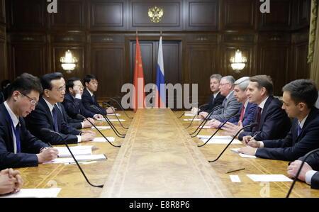 Moscow, Russia. 13th Oct, 2014. China's Premier Li Keqiang (2ndL) and Russian State Duma Chairman Sergei Naryshkin - Stock Photo