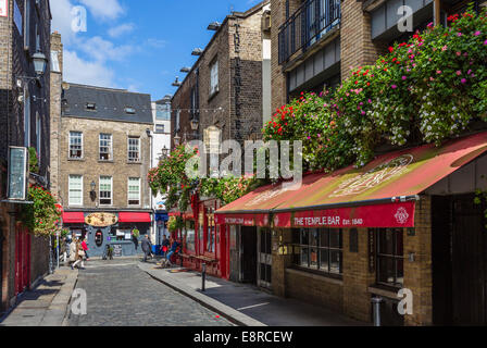 The Temple Lane entrance to the Temple Bar pub, Temple Bar, Dublin City, Republic of Ireland - Stock Photo