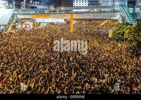 Hong Kong, China. 29th Sep, 2014. Pro-democracy protesters occupy the main road and hold a rally during continued - Stock Photo