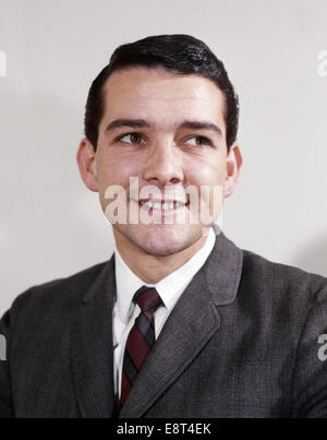 1960s PORTRAIT SMILING YOUNG MAN WEARING SUIT AND TIE LOOKING TO SIDE - Stock Photo
