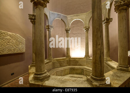 Italia Friuli V.G. Cividale  Duomo di Santa Maria Assunta  Museo Cristiano-Tesoro del Duomo. Arte longobarda, il Battistero di C Stock Photo