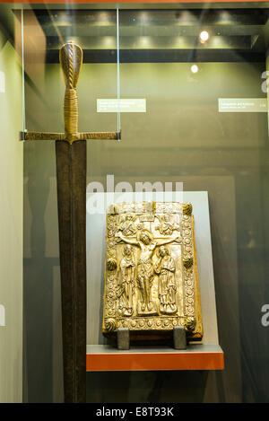 Italia Friuli V.G. Cividale  Duomo di Santa Maria Assunta  Museo Cristiano-Tesoro del Duomo. Spada di Marquardo usata per l'annu Stock Photo