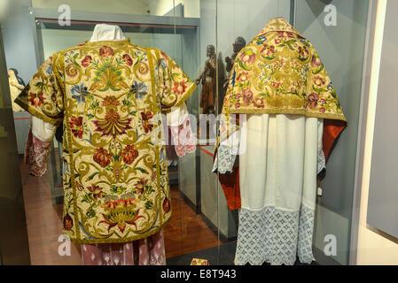 Italia Friuli V.G. Cividale  Duomo di Santa Maria Assunta  Museo Cristiano-Tesoro del Duomo. Patrimonio tessile liturgico | Ital Stock Photo