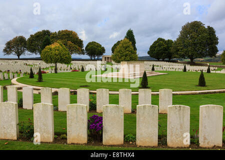 Rows of war grave headstones in Cabaret Rouge British cemetery for First World War Commonwealth soldiers. Souchez - Stock Photo