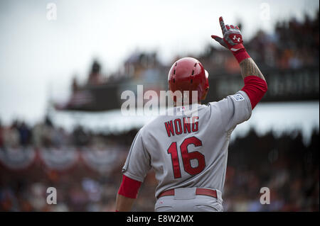 San Francisco, CA, USA. 14th October, 2014. St. Louis Cardinals second baseman Kolten Wong (16) hits a two run double - Stock Photo