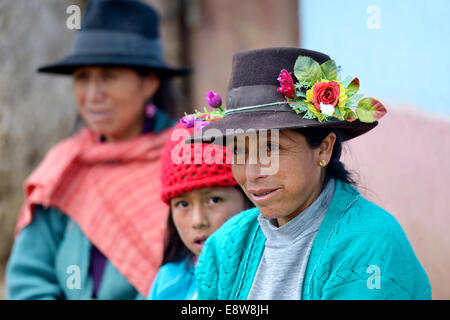Women and girls in traditional traditional costume, Chuquis, Huanuco Province, Peru - Stock Photo