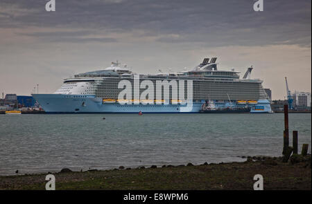 Southampton, UK. 15th October, 2014. Royal Caribbean M/S Oasis of the Seas at City Terminal in the Port of Southampton, - Stock Photo