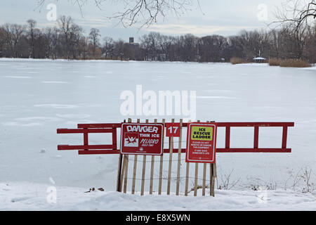 Danger thin ice warning on Prospect Park lake in Brooklyn - Stock Photo