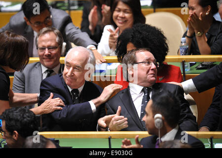 New York, UN headquarters in New York. 16th Oct, 2014. New Zealand's Foreign Minister Murray McCully (R, Center) - Stock Photo