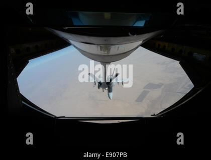 A U.S. Navy F/A-18C Hornet aircraft receives fuel from an Air Force KC-135 Stratotanker aircraft over Iraq before - Stock Photo