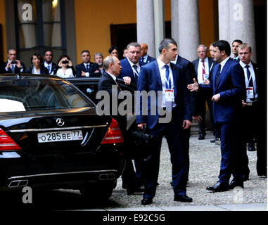 Milan, Italy. 17th Oct, 2014. Russian President Vladimir Putin (L, front) arrives for the meeting with Italian Prime - Stock Photo