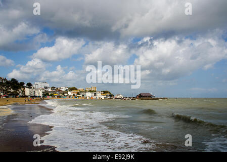 Viking Bay at Broadstairs, Kent.  In the background, Bleak House sits above the harbour. - Stock Photo