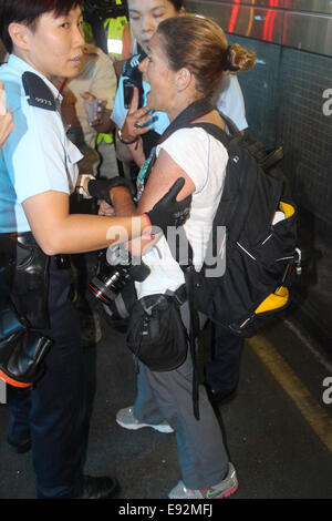 Hong Kong. 17th October, 2014. Award-winning American photojournalist Paula Bronstein of Getty Images arrested by - Stock Photo