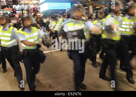 Hong Kong. 17th October, 2014. Hong Kong Protests: Hong Kong riot police charge pro-democracy protesters in Mongkok, - Stock Photo