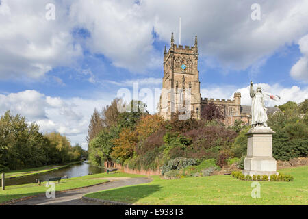 The Staffs and Worcester Canal overlooked by St Mary and All Saints' Church, Kidderminster, Worcestershire, England, - Stock Photo