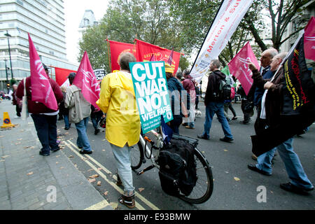London, UK. 18th October 2014. Thousands of protesters  took part in a Britain Needs a Pay Rise march organized - Stock Photo