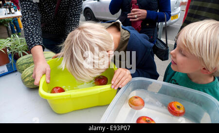 Walthamstow,London UK. 18th October 2014. Children bob for apples at the Mill on Coppermill Lane in Walthamstow. - Stock Photo