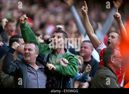 London, UK. 18th Oct, 2014. Arsenal supporters reacts after scoring during the Barclays Premier League match be - Stock Photo