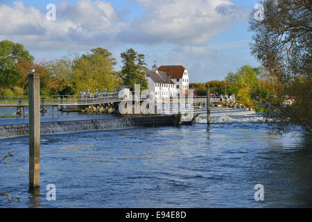 Looking across to the historic Hambleden Mill and weir with footbridge over the River Thames, Mill End,  Hambledon, - Stock Photo