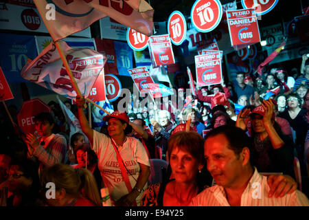 Canelones, Oct. 19. 26th Oct, 2014. Supporters of opposition Colorado Party's presidential candidate, Pedro Bordaberry, - Stock Photo