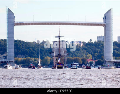 In Bordeaux, the replica of the frigate 'l'Hermione' going under the Chaban Delmas vertical-lift bridge (Aquitaine - Stock Photo