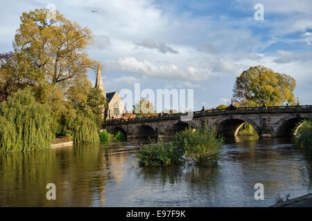 English Bridge over the River Severn, Shrewsbury, Shropshire, UK. The United Reformed Church (URC) is on the left - Stock Photo