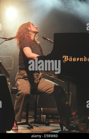 Tori Amos in concert in Glasgow, Scotland, in 1998 - Stock Photo