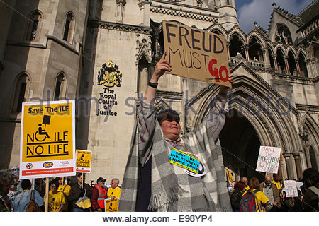 London, UK. 22nd Oct, 2014. Demontrators hold placards outside the Royal courts of justice, in London, on October - Stock Photo